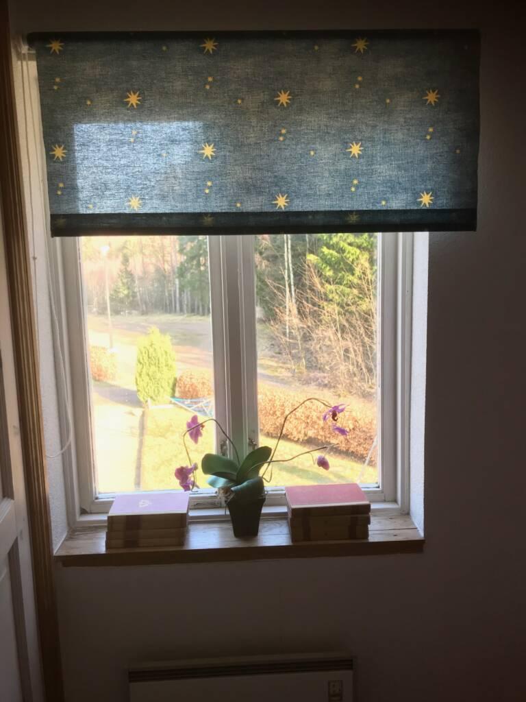 visar utsikten och fönstret från sovrummet i Bergshus