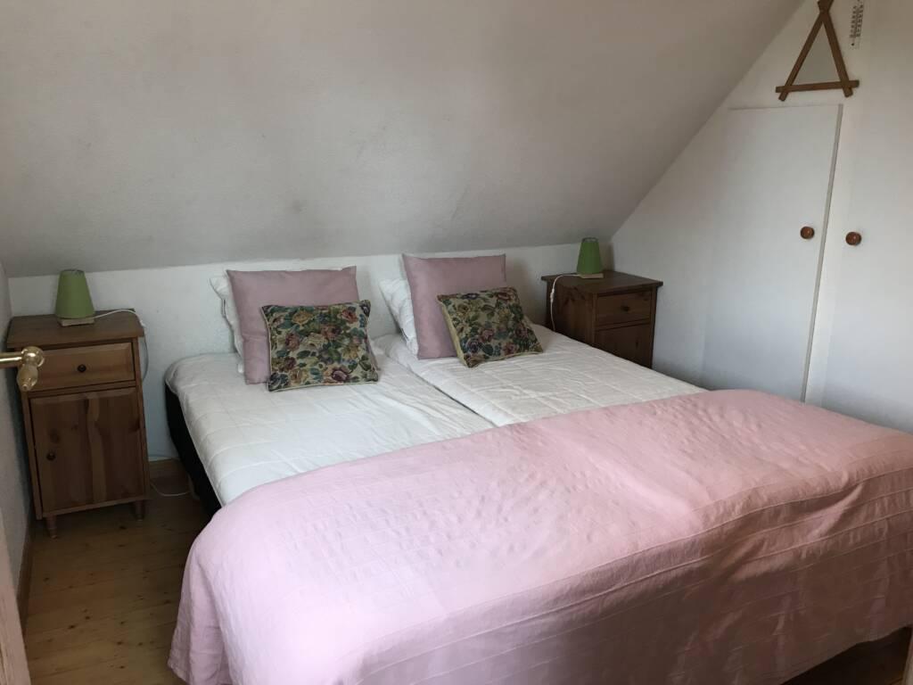 Pink bedroom, Bergshus, Ullstorps Stugor