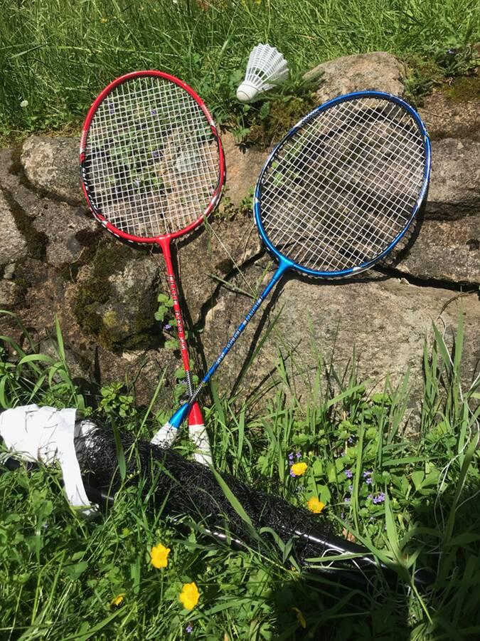 Outdoor-games-utomhusspel-badminton-Ullstorps-stugor-Skåne