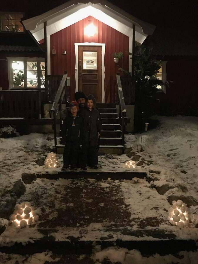 Winter play Snölycktor vid receptionen Ullstorps stugor Skåne